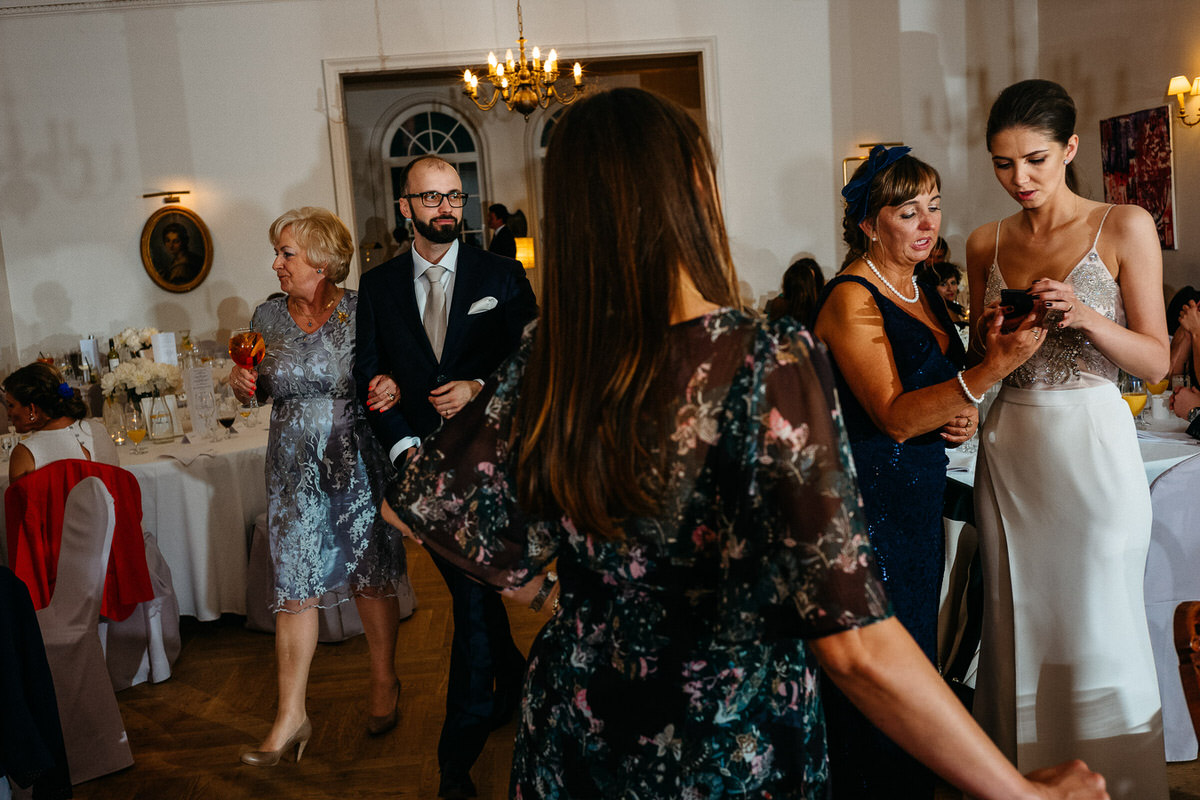 documentary wedding photography 080