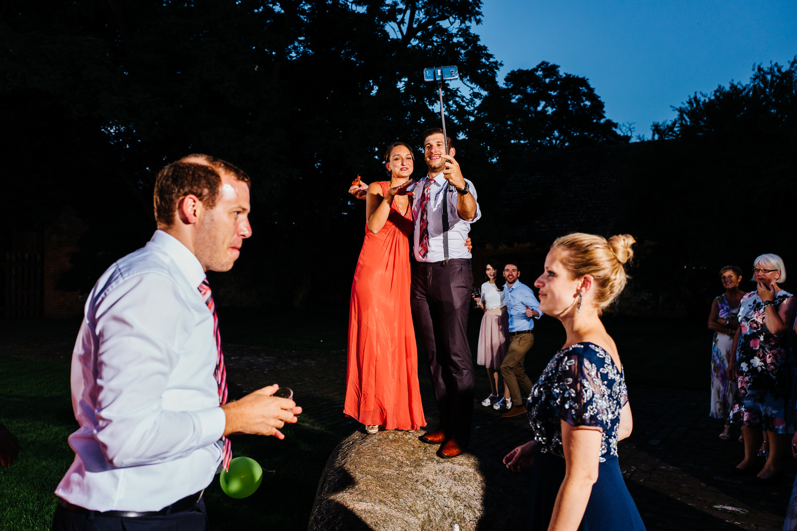 relaxed outdoor wedding 049